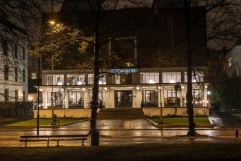 Slottparken Oslo natt Kunstnernes Hus-1196