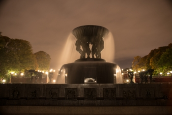 Fountain in rainy wind at Vigeland-9701