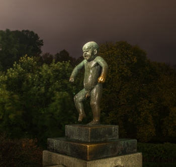 Sinnataggen statue at night Vigeland-9709