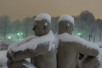 Vigeland statues resting in snow-1460